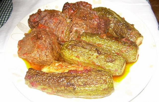 Μοσχάρι ή βοδινό με κολοκυθάκια