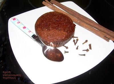 Πετιμεζόπιτα και μουστοκούλουρα με πετιμέζι