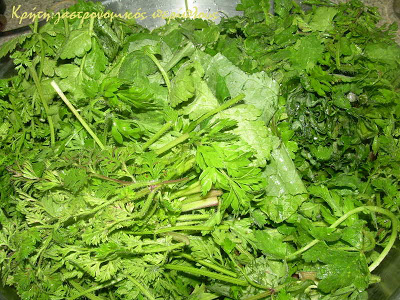 Χορτόπιτα με άγρια γιαχνερά χόρτα και ξινομυζήθρα