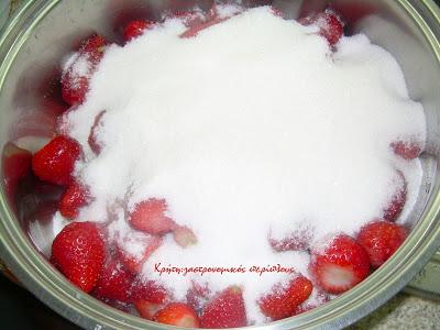 Φράουλα: γλυκό του κουταλιού, μαρμελάδα, σιρόπι! Τρεις συνταγές σε μία (κι ακόμα μία)!