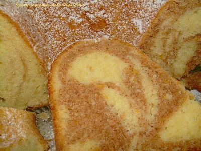 """""""Συννεφιασμένο"""" κέικ κανέλας με ελαιόλαδο"""