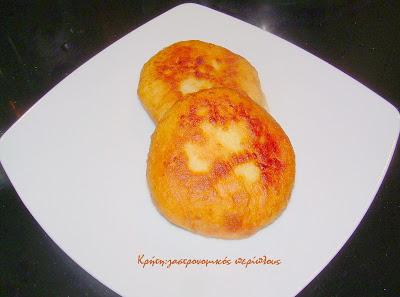 Εύκολες, νόστιμες, αφράτες τυρόπιτες τηγανιού