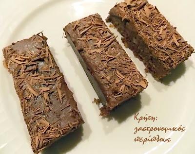 «Ανακυκλώνουμε» παξιμαδάκια, κουλουράκια ή μπισκότα και φτιάχνουμε σοκολατένια κεράσματα χωρίς ψήσιμο