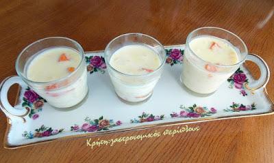 Γιαουρτογλυκό ψυγείου με ζελέ και φρέσκα φρούτα, εύκολο και γρήγορο!