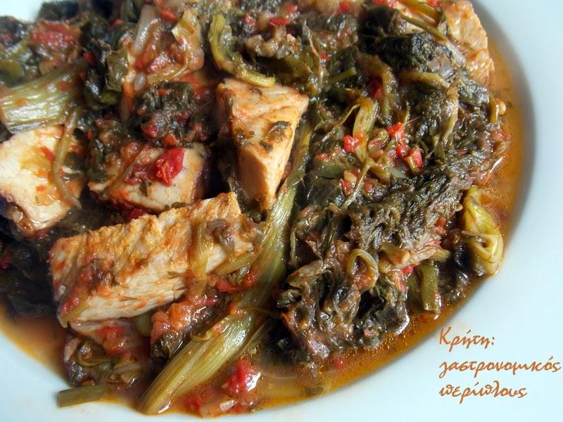 Γιαχνερά χόρτα με καπνιστό κρέας (απάκι, καπνιστή μπριζόλα ή σύγλινα)