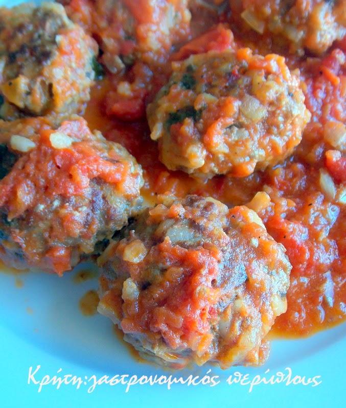 Γιουβαρλάκια με ντομάτα