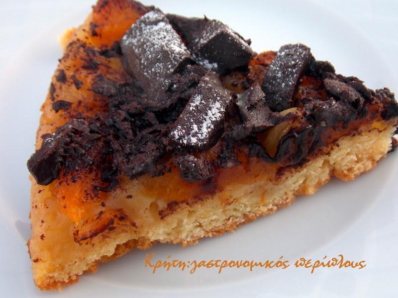Αναποδογυρισμένη πίτα με φρούτα και σοκολάτα
