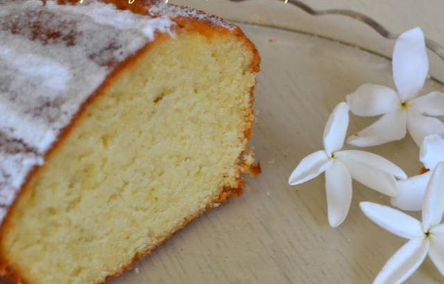 Απλό κέικ βανίλιας (και ανθόνερου αν μας αρέσει!)