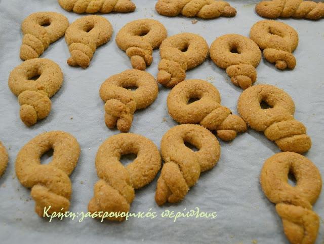 Μπισκότα κανέλας με μέλι και καστανή ζάχαρη
