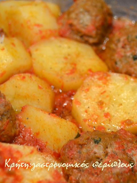 Κεφτέδες με πατάτες στην κατσαρόλα