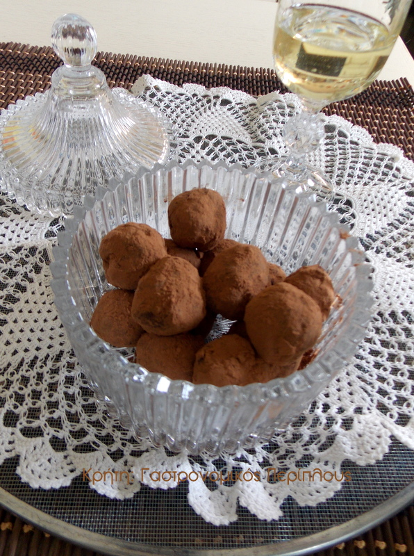Βελούδινα σοκολατάκια με ζαχαρούχο γάλα (VIDEO)