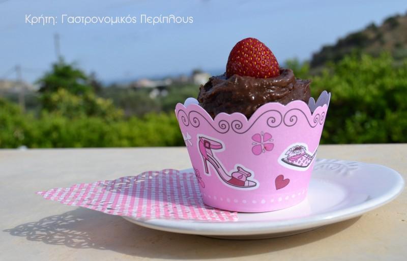 Μικρά κέικ μελιού με αβοκάντο και κρέμα σοκολάτας – αβοκάντο!