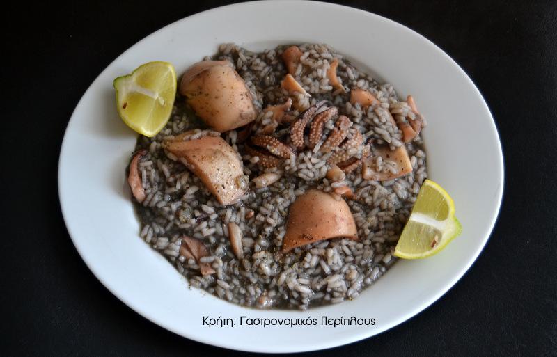 Σουπιές με ρύζι με το μελάνι τους