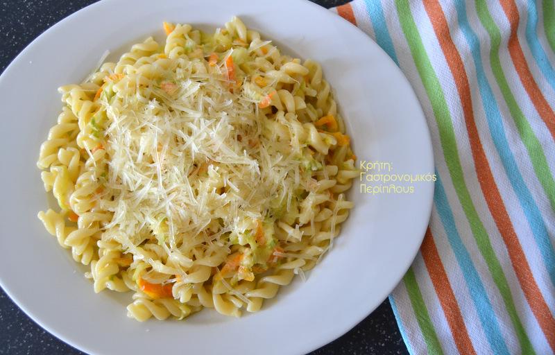 Ζυμαρικά με κολοκυθάκια και καρότα