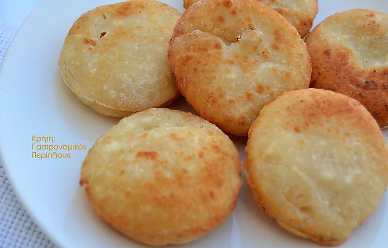 Τυροπιτάκια χωρίς φύλλο στο φούρνο ή στο τηγάνι (VIDEO)