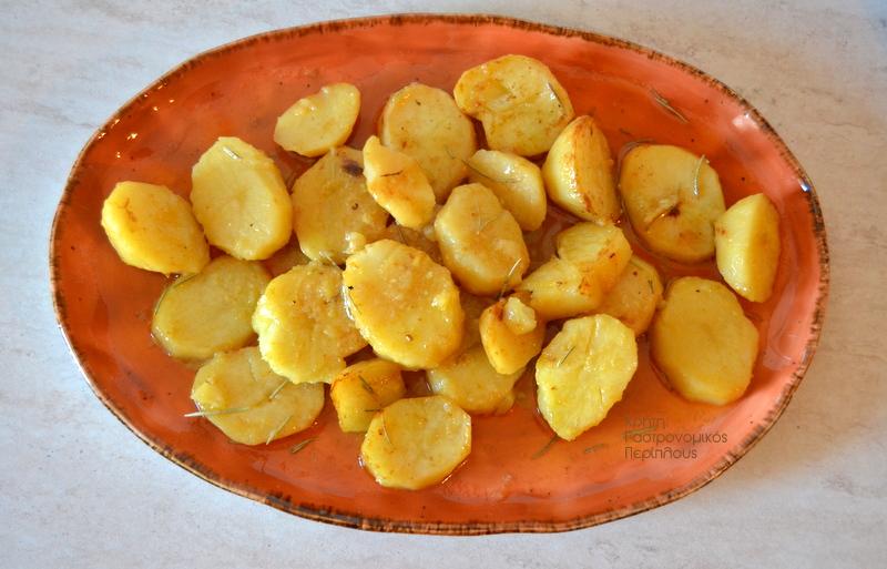 Πατάτες φούρνου σε χυμό εσπεριδοειδών