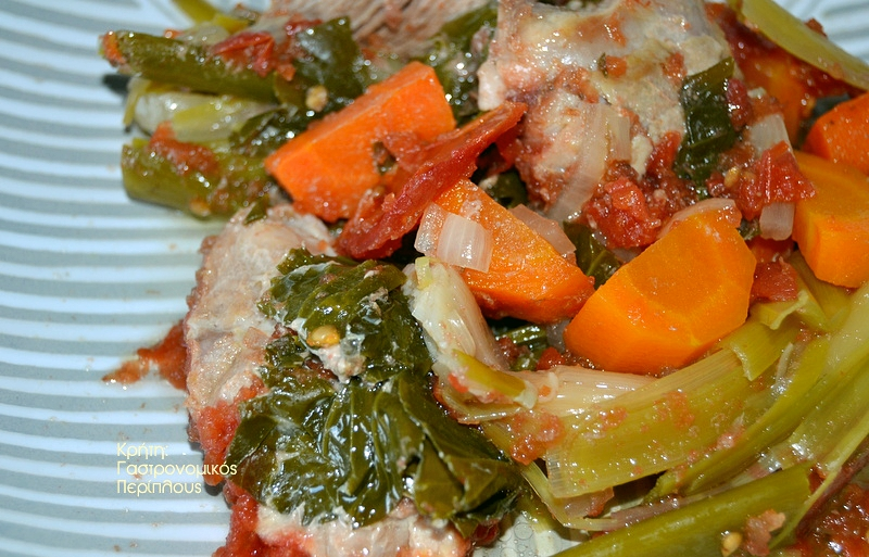 Σιγομαγειρεμένο χοιρινό με πράσα και ντομάτα