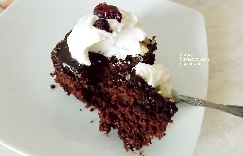 Σοκολατένιο κέικ καρότου με ελαιόλαδο και γλάσο σοκολάτας