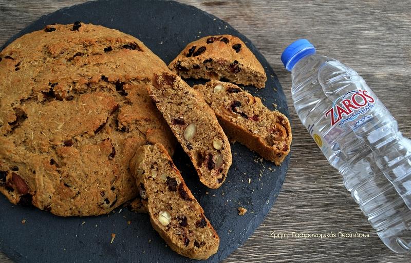 Αρωματικό ψωμί με 3 αλεύρια (τριομίγαδο), αποξηραμένα φρούτα και ξηρούς καρπούς