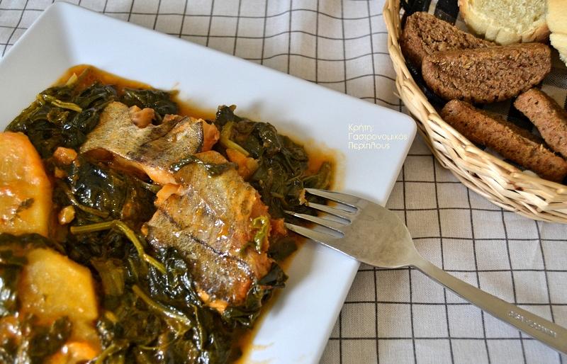 Παστός μπακαλιάρος με σπανάκι, πατάτες και αρωματικά χόρτα