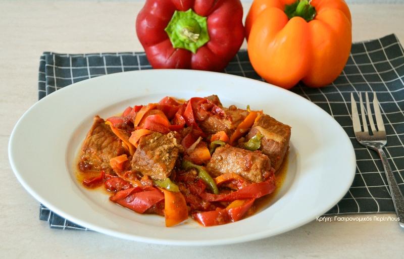 Χοιρινό ή κοτόπουλο με πολύχρωμες πιπεριές