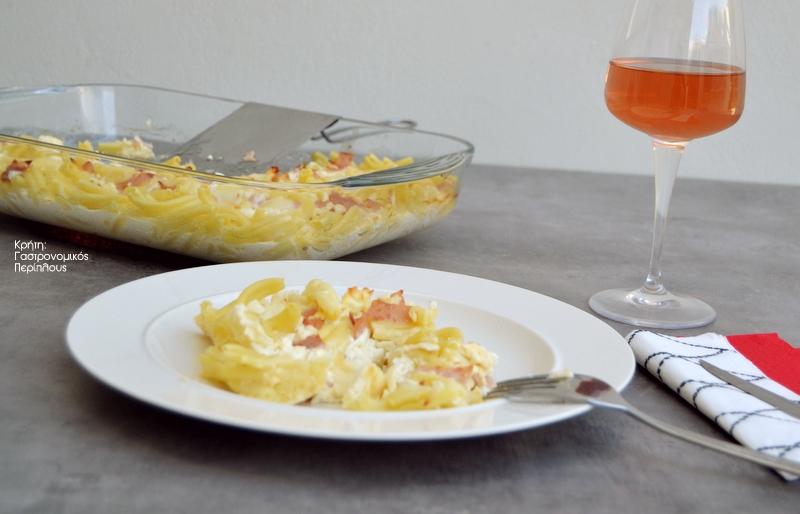 Μακαρονάδα με σάλτσα ντομάτας, σε 10 λεπτά! (VIDEO)
