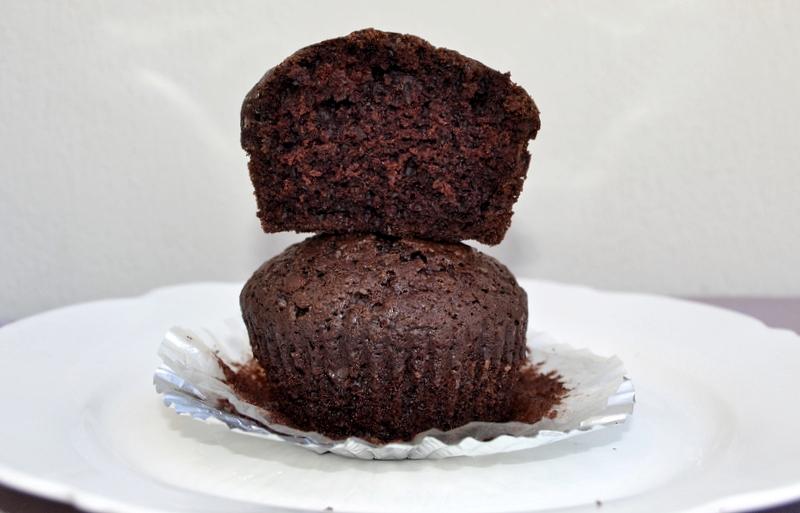 Μικρά κέικ με κακάο και ελαιόλαδο