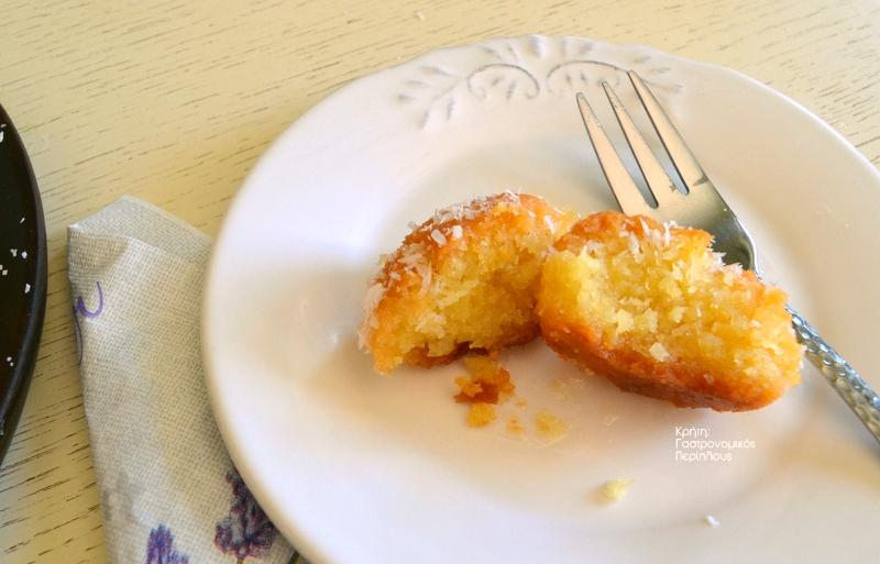 Σιροπιαστά με καρύδα (ινδοκάρυδο)